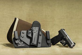пистолети в кобур